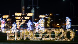 Le tirage au sort de l'Euro 2020 est organisé à Bucarest (Roumanie), le 30 novembre 2020. (CHRISTIAN CHARISIUS / DPA / AFP)