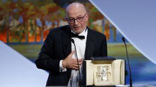 Jacques Audiard, le 24 mai 2014, recevant sa Palme d'or.  ( ERIC GAILLARD / REUTERS)