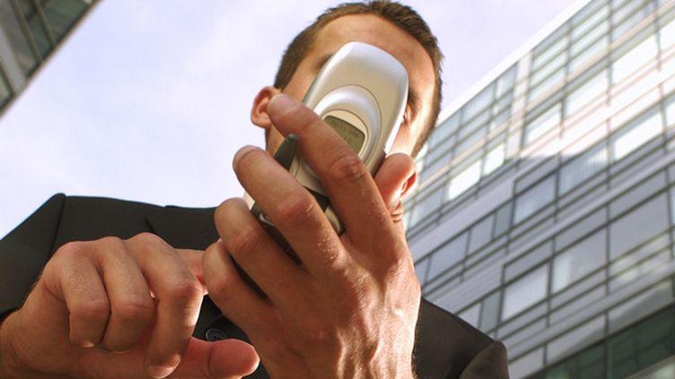 (La nomophobie, ou la peur d'être privé de son téléphone mobile © MaxPPP)