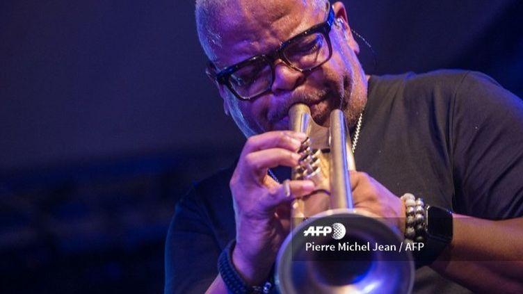 Le trompettiste américain Terence Blanchard en concert au Karibe Hotel dans le cadre du 13e festival international de jazz de Port-au-Prince (19 janvier 2019)  (Pierre Michel Jean / AFP)