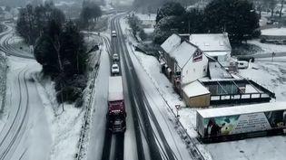 Météo : 35 départements en alerte, la Bretagne sous la neige. (FRANCE 2)