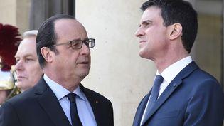François Hollande et Manuel Valls,au Palais de l'Elysée, le 12 mars 2016. (DOMINIQUE FAGET / AFP)