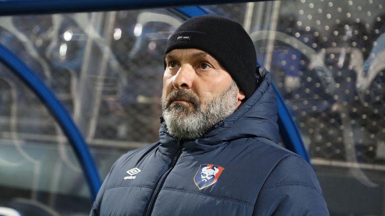 Pascal Dupraz sur le banc de Caen face à Dunkerque, le 18 décembre 2020. (LAURENT SANSON / LS MEDIANORD)