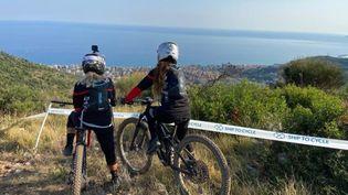 L'association Fifty fifty aide les femmes victimes de violences à se reconstruire par la pratique du vélo, de la voile ou du ski. (Fifty fifty)