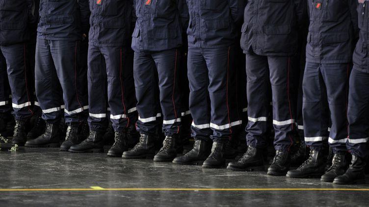 Deux jeunes engagés au sein de la Brigade des sapeurs-pompiers de Paris ont porté plainte début mai pour viol et violences. (ALAIN LE BOT / PHOTONONSTOP / AFP)