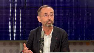 """Robert Ménard,maire de Béziers était l'invité du """"8h30franceinfo"""", jeudi 7 octobre 2021. (FRANCEINFO / RADIOFRANCE)"""