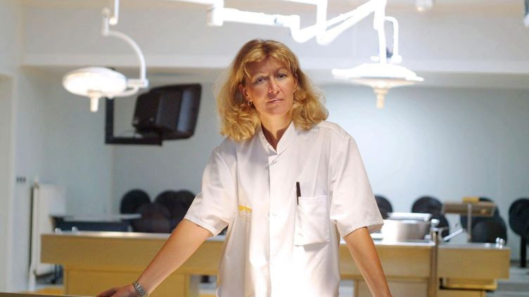 Le professeur Sophie Gromb, chef du service de médecine légale du CHU de Pellegrin, dans les locaux de l'hôpital (photo non datée). (MAXPPP)
