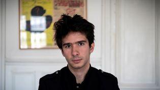 L'avocat et essayiste Juan Branco dans son bureau à Paris, le 14 février 2020. (LIONEL BONAVENTURE / AFP)