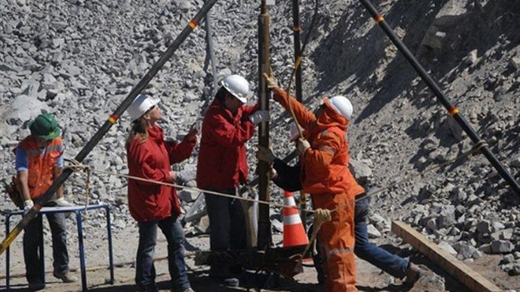 Le ministre chilien des Mines, Laurence Golborne, sur le site - le 29/08/10 (AFP Ariel Marinkovic)