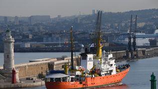 L'Aquarius à son arrivée à Marseille pour un mois de maintenance, le 29 juin 2018. (BORIS HORVAT / AFP)