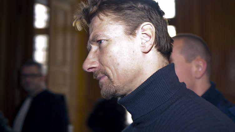 Tony Vairelles lors de sa demande de remise en liberté devant la cour d'appel de Nancy, en décembre 2011. (JEAN-CHRISTOPHE VERHAEGEN / AFP)