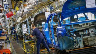 Atelier defabrication automobile de l'usine de Sochaux (Doubs) du constructeur Stellantis, le 20 août 2021. (LIONEL VADAM  / MAXPPP)