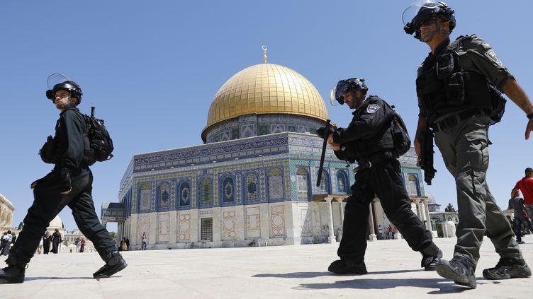 Des policiers israélien sur l'esplanade des Mosquées, le 11 août 2019, à Jérusalem. (AHMAD GHARABLI / AFP)