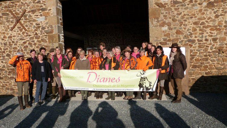Les adhérentes de l'assocation des Dianes chasseresses de la Mayenne, le 21 octobre 2018. (DIANES CHASSERESSES DE LA MAYENNE)