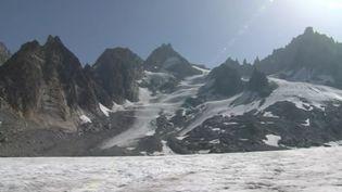 La fonte des glaciers est l'un des effets les plus visibles du réchauffement climatique. Selon une récente étude, cela aurait tendance à s'accélérer. France 3 s'est rendue dans le massif du Mont-Blanc, au glacier d'Argentière. (FRANCE 3)