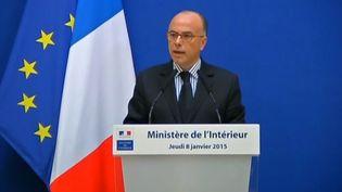 Capture d'écran montrant le ministre de l'IntérieurBernard Cazeneuve lors de son point de presse le 8 janvier 2015 (FRANCE 2 ET FRANCE 3 )