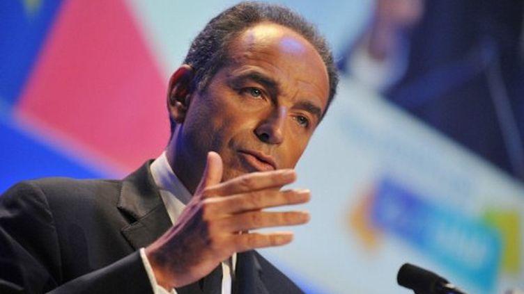 Jean-François Copé prononce un discours lors des journées parlementaires, à Saint-Cyr-sur-Loire, le 14 novembre 2011. (AFP - Alain Jocard)