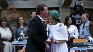 En présence de Chewbacca et de Dark Vador,Andrew Porters et Caroline Ritter se sont mariés, jeudi 17 décembre, à Los Angeles (Californie). (MARIO ANZUONI / REUTERS)