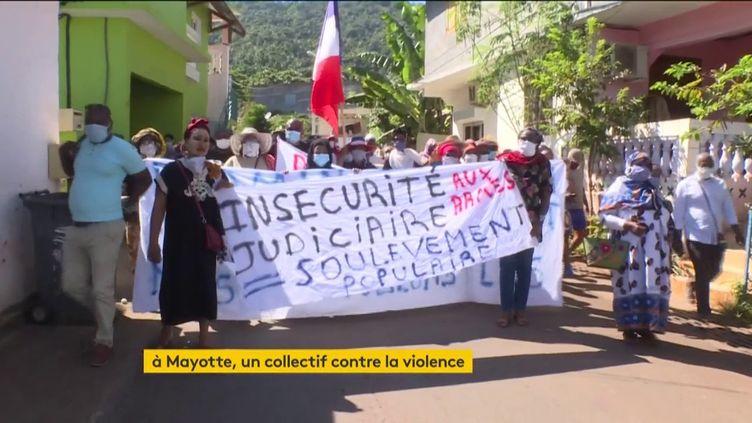 Des manifestants à Mayotte (FRANCEINFO)