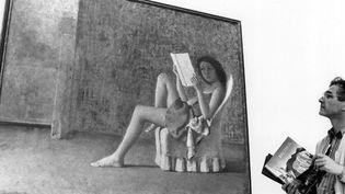 """Une exposition de Balthus à Lausanne en 1993 (""""Katia lisant"""")  (Keystone / AFP)"""