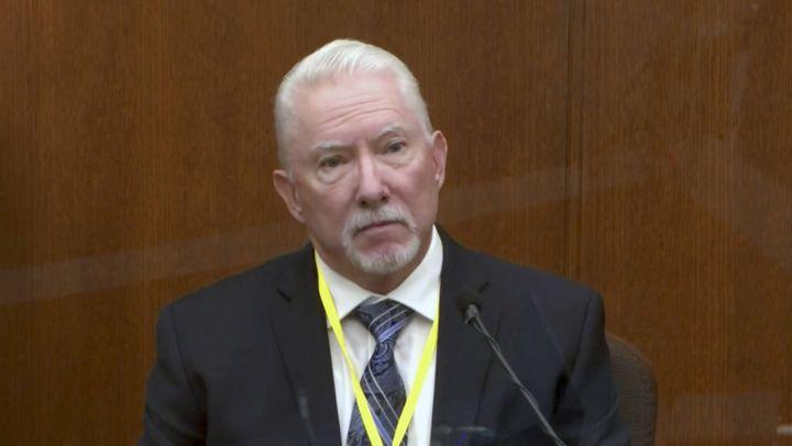 L'ancien policier et expert en usage de la force Barry Brodd, au procès de Derek Chauvin à Minneapolis (Etats-Unis), le 13 avril 2021. (AP / SIPA)