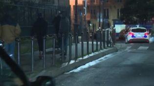 Des enfants venant du Maroc errent dans les rues de Paris. (CAPTURE D'ÉCRAN FRANCE 3)