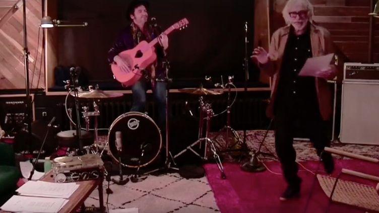 Le comédien Pierre Richard et le chanteur M, interprètent des poèmes d'Andrée Chedid. (CAPTURE D'ÉCRAN FACEBOOK)