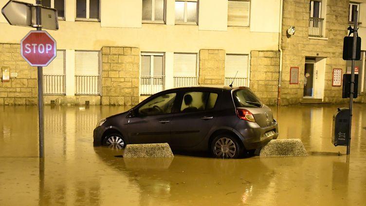 Une voiture à Morlaix, en Bretagne, le 4 juin 2018. (FRED TANNEAU / AFP)