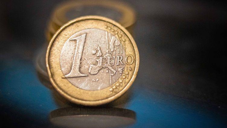 Des pièces d'euro, photographiées aux Pays-Bas, le 2 décembre 2020. (NICOLAS ECONOMOU / NURPHOTO / AFP)