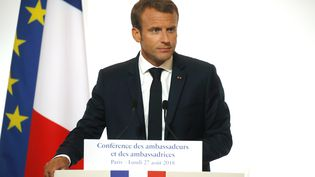 Emmanuel Macron prononce un discoursà la Conférence des ambassadeurs et des ambassadrices, à Paris, le 27 août 2018. (PHILIPPE WOJAZER/AFP)
