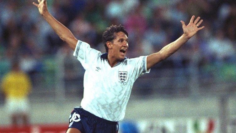 L'attaquant anglais Gary Lineker célèbre son but contre la RFA, en demi-finale de la Coupe du monde, le 4 juillet 1990, à Turin (Italie). (SIMON BRUTY / GETTY IMAGES CLASSIC)