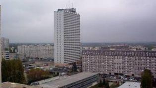 L'enfant est tombé mardi 5 juin 2012 de la Tour Rodin, un immeuble de 30 étages du quartier du Bois l'Abbé, àChampigny-sur-Marne(Val-de-Marne). (FRANCE 3)