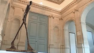 """Emblématique et éternel, """"L'homme qui marche"""" d'Alberto Giacometti est exposé actuellement au Musée Picasso de Paris  (France 2 / Culturebox)"""