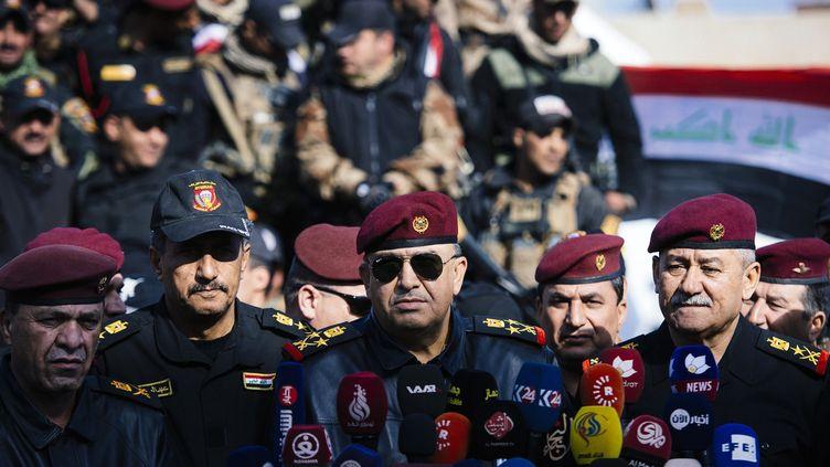 Le général irakienTalib al-Sheghati lors d'une conférence de presse sur la base de Bartalla, près de Mossoul (Irak), mercredi 18 janvier 2017. (DIMITAR DILKOFF / AFP)