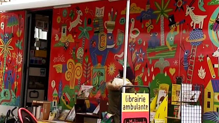 Le Mokiroule, la librairie ambulante qui sillonnes les villages ardéchois  (France 3 / Culturebox)
