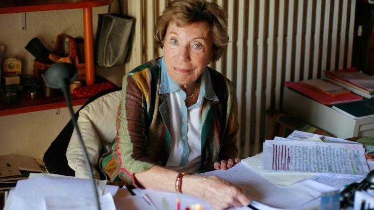 L'écrivain et journaliste Benoîte Groult en 2007 dans sa maison à Hyères.  (CATHERINE GUGELMANN / AFP)