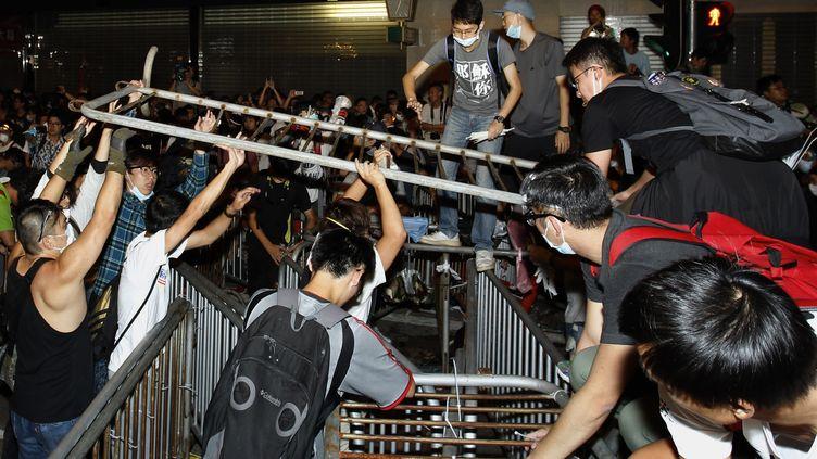 Les protestataires se réinstallent dans le quartier de Mong Kok à Hong Kong, le 18 octobre 2014 (REUTERS)