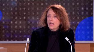 """Covid-19 : """"Je suis dévastée"""", confie l'humoriste Stéphanie Bataille (Capture d'écran franceinfo)"""