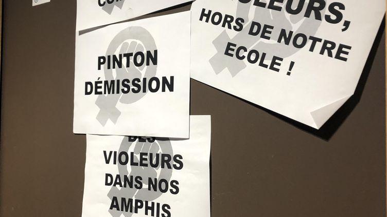 La porte du bureau du président de l'ENS Lyon, le 25 février 2021. (JULIETTE CAMPION / FRANCEINFO)