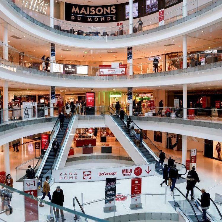 Le centre commercial Beaugrenelle, à Paris, le 30 janvier 2021. (LUDOVIC MARIN / AFP)