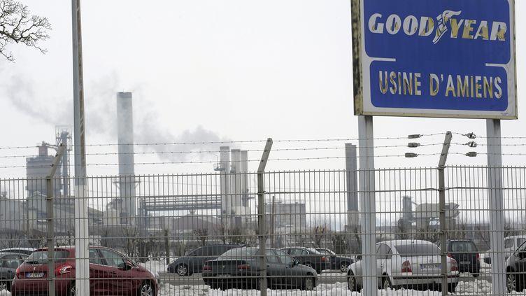 Devant les grilles de l'usine Goodyear d'Amiens (Somme), le 26 janvier 2013. (FRANCOIS LO PRESTI / AFP)