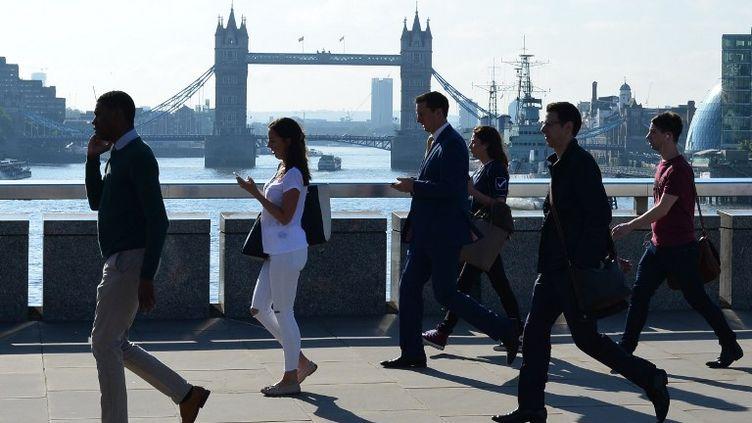 En face du London Bridge, à Londres, le 24 juin 2016. (DANIEL SORABJI / AFP)