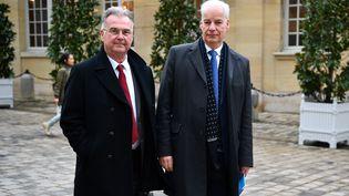 Michel Picon, président de l'Union nationale des professions libérales (G), le 10 janvier 2020 à Matignon (Paris). (CHRISTOPHE ARCHAMBAULT / AFP)