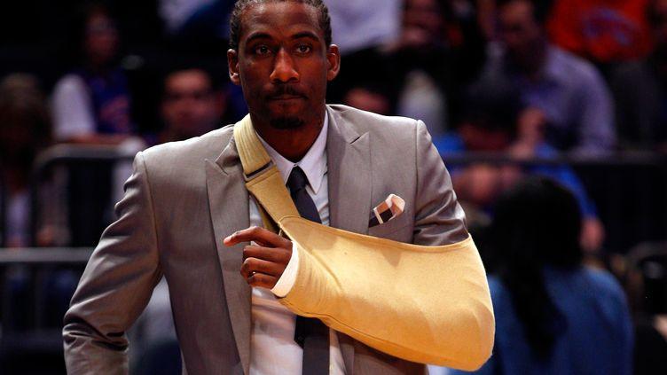 Le joueur des Knicks Amar'e Stoudemire, blessé au poignet après avoir fracassé la vitre protégeant un extincteur, le 3 mai 2012. (JEFF ZELEVANSKY / GETTY IMAGES NORTH AMERICA)