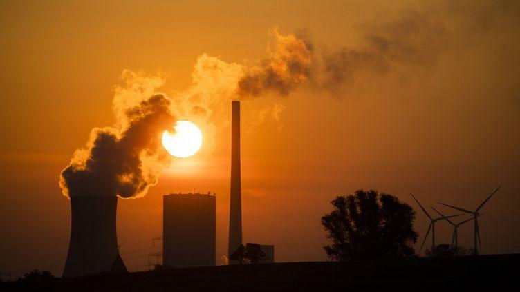 La centrale à charbon de Mehrum, dans le district de Peine, en Allemagne, le19 août 2018. (JULIAN STRATENSCHULTE / DPA / AFP)