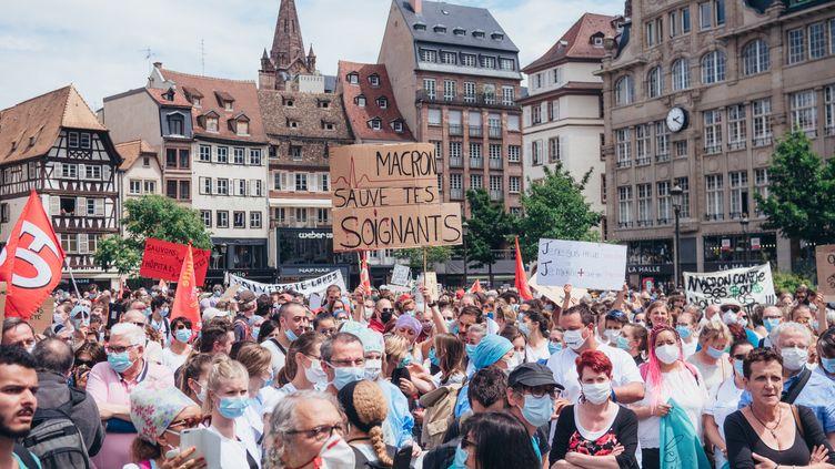 Manifestation des soignants à Strasbourg (VALENTINE ZELER / HANS LUCAS)