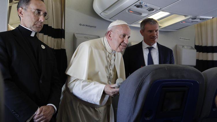 Le pape François lors de son voyage de retouraprès sa tournée au Mozambique, à Madagascar et à Maurice, le 10 septembre 2019. (ALESSANDRA TARANTINO / POOL / AFP)