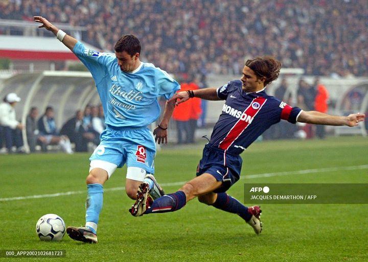 Mauricio Pochettino sous les couleurs du PSG face à Marseille, le 26 octobre 2002, au Parc des Princes. (JACQUES DEMARTHON / AFP)