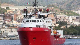 L'Ocean Viking, un navire humanitaire affrété par SOS Méditerranée en partenariat avec Médecins sans frontières (MSF), le 24 septembre 2019, en Sicile. (GABRIELE MARICCHIOLO / NURPHOTO)