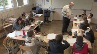 Un collège de Saint-Lô, dans la Manche, propose des stages gratuits de remise à niveau avant la rentrée officielle.Une trentaine d'élèves répondent présent. (FRANCE 3)